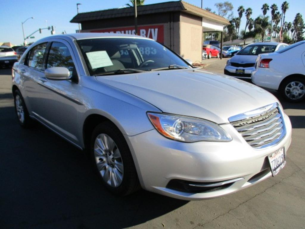 Pre-Owned 2011 Chrysler 200 LX Sedan 4D