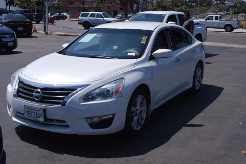 Pre-Owned 2013 Nissan Altima 2.5 SV Sedan 4D